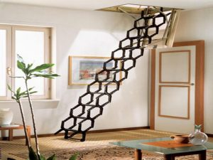 RETRACTABLE STAIR CASE